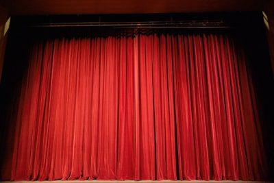 Vorhand einer Theaterbühne